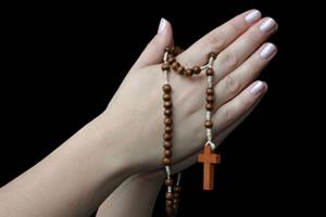 Como rezar o terço católico – Devoção do Rosário